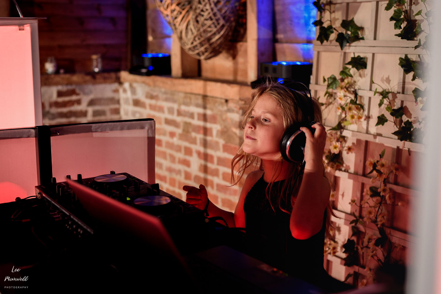 Flower girl takes over DJ