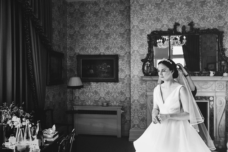 Bride prepat Cowdray Estate