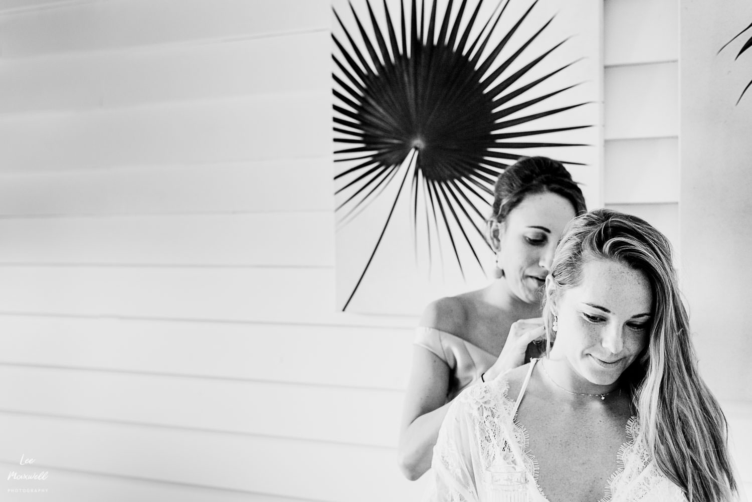 Bride prep at Tunnels Beaches